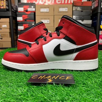 Nike Air Jordan 1 Mid Chicago Black Toe Gs Grailed