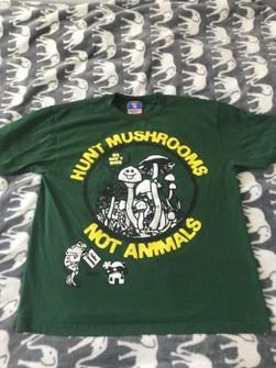 ONLINE CERAMICS Hunt Mushrooms Not Animals T-Shirt good quality top rare.,,.