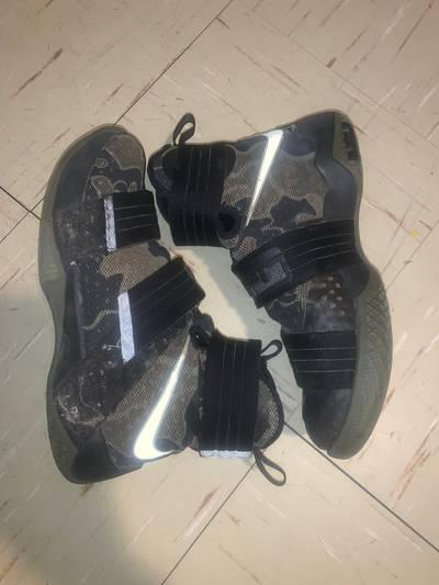 Céntrico Violar Inolvidable  Men's Zoom LeBron Soldier 10 Camo from Nike | Grailed