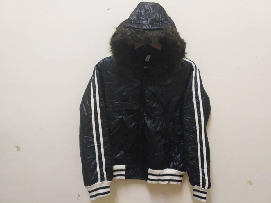 29a07d531375 Converse. Converse Puffer jacket black stripes winter wear snow vintage.  Size  US M   EU 48-50 ...