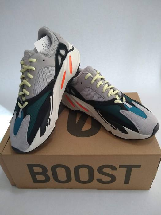 a78793afd66 Adidas Yeezy Wave Runner 700 OG Size 11 - Low-Top Sneakers for Sale ...