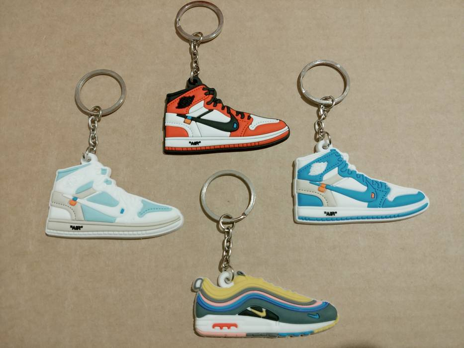 Nike OFF-WHITE NIKE AIR JORDAN 1 + Wotherspoon 97 mini keychains ... 3dbebd4ac