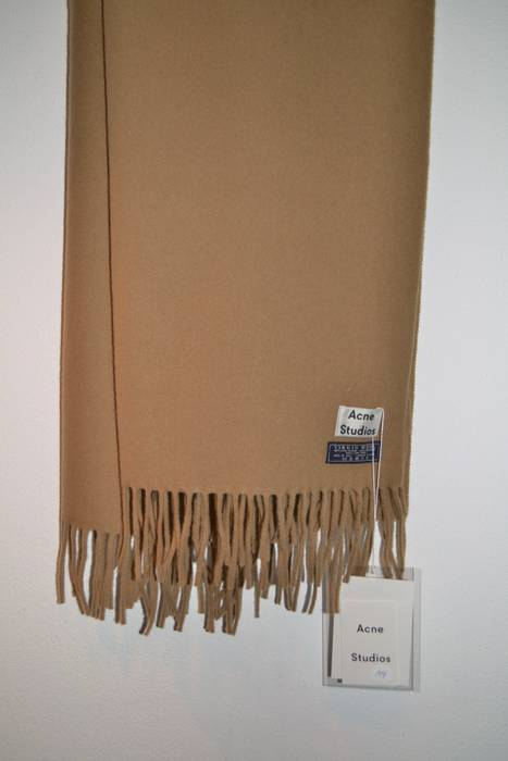 Acne Studios final price! Camel Canada Scarf Size one size - Gloves ... 3baeab07acf7