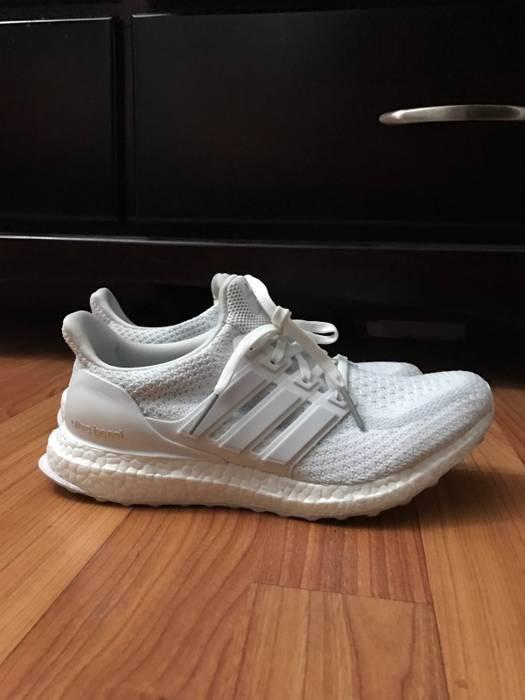 Adidas Triple White Ultraboost 2.0 Women s Size 7.5 - Low-Top ... 96eeb840f4