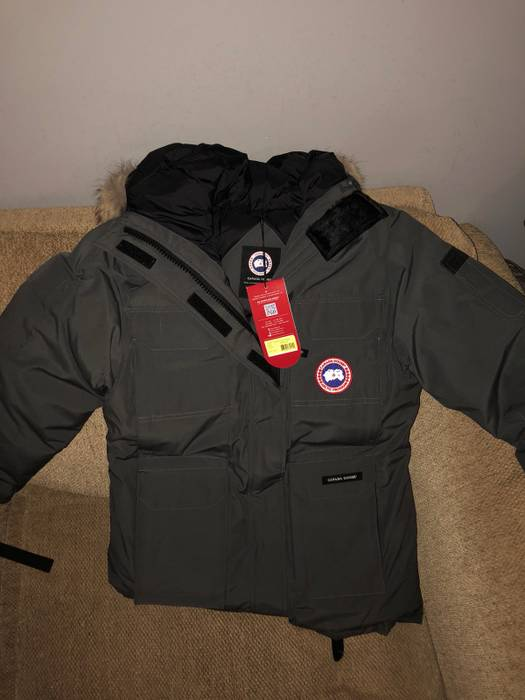 Canada Goose Women s Expedition Parka Size l - Parkas for Sale - Grailed cafc0ce81a