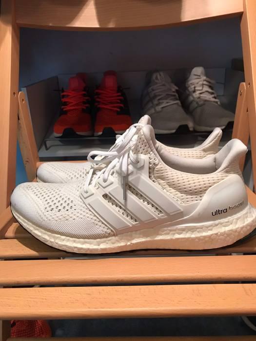 a6686467d9226 Adidas Triple White OG Ultra Boost 1.0 Kanye West Adidas Size US 10   EU 43