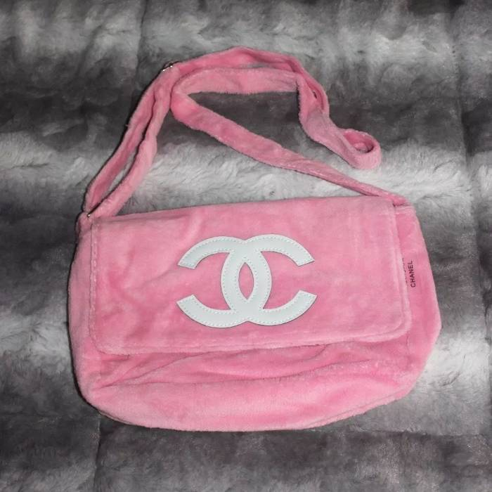 Chanel Pink Fluffy Chanel Messenger   Crossbody Logo Bag Size ONE SIZE 66c172ea84ee1