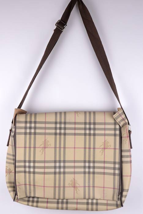 Burberry VINTAGE CHEQUERED MESSENGER BAG Size one size - Bags ... 1703a11d59ab2