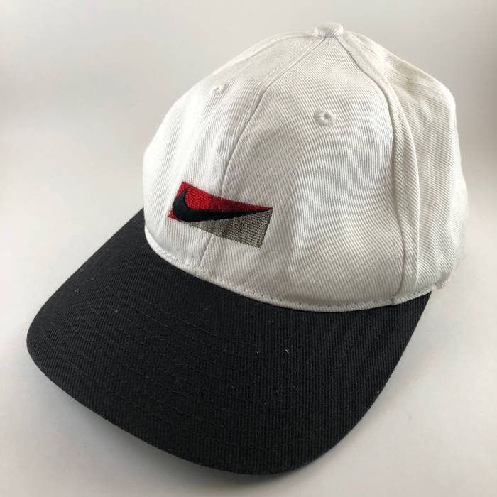 eef341bb074 Nike Vintage Nike White Black Genuine Trademark 6 Panel Snapback Baseball Hat  Cap Size ONE SIZE