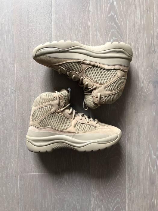 418cc88f6bd1e ... Us 10 Eu 43. Kanye West Yeezy Desert Rat Boot Taupe Size 10 Boots. Yeezy  Season 6 ...