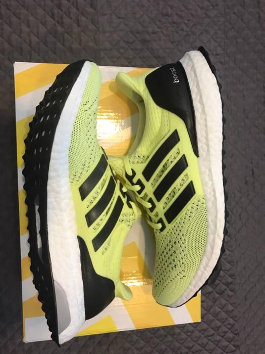 6fb0960e4 Adidas Adidas Ultra Boost Frozen Yellow S77512 Women s US Size 9. Mens Size  8 Size