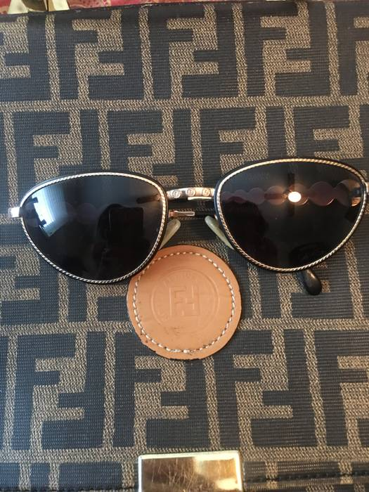 dd849f92bfe37 Fendi Zodiac temple fendi gold sunglasses Size one size - Glasses ...