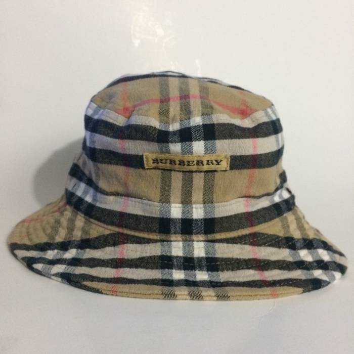 Vintage BURBERRY GOLF BUCKET HAT Size one size - Hats for Sale - Grailed e24516f30