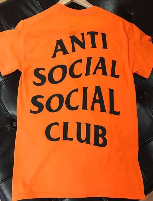 65e82250ff8b Undefeated Anti Social Social Club x Undefeated Paranoid Orange Tee XL Size  US XL   EU