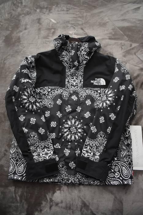 Supreme Bandana Paisley Mountain Jacket Parka Size M Light Jackets. Fw18 Supreme  The North Face Leather ... aae2e77ea