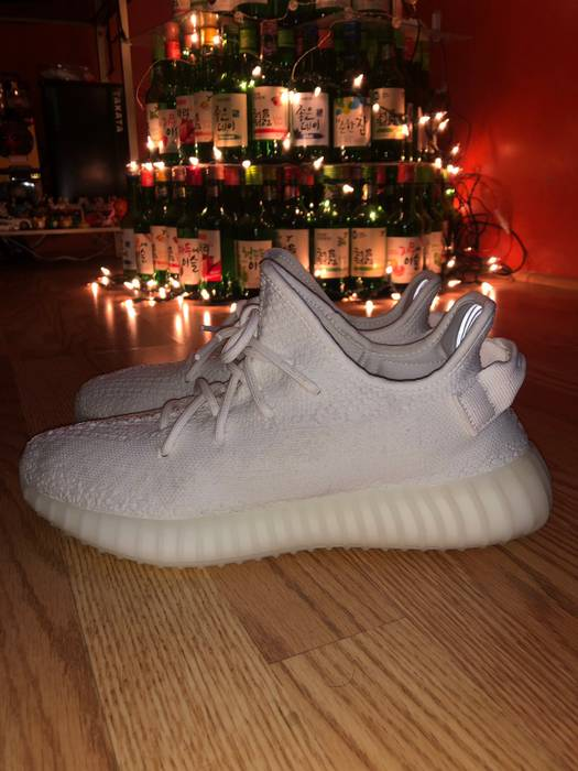70305f8cced Yeezy Boost Yeezy Boost 350 V2 Cream Triple White Size 9 - Low-Top ...