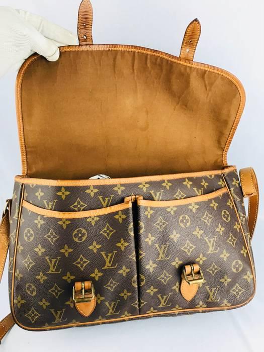 ef55a4e0deb9 Louis Vuitton ❌LAST DROP❌Rare Collection Louis vuitton Sac Bazas JAPON  Mesengger Bag Size