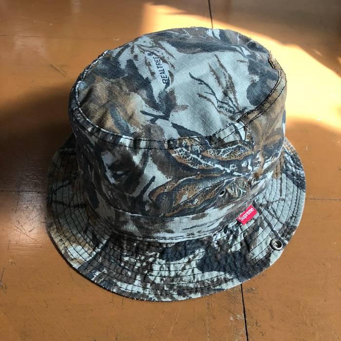 ad652fd64da Supreme Supreme 90s Realtree camo bucket hat cap vintage Size one ...