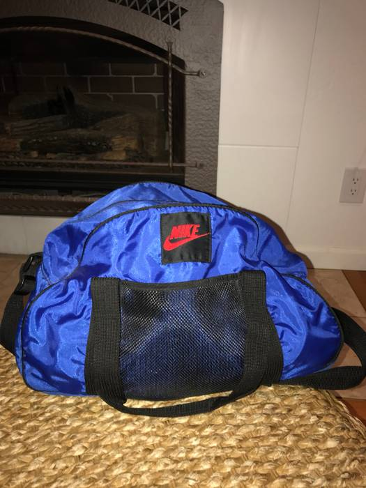 04d8ce7b56aa Nike Vintage Nike Duffle Bag Size one size - Bags   Luggage for Sale ...