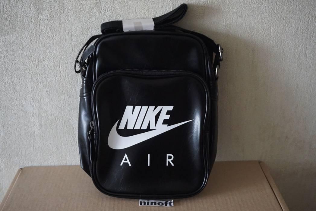 85af7dba03 Nike Nike Sportswear Heritage II Small Items Shoulder Bag Handbag  BA4270-019 Size ONE SIZE