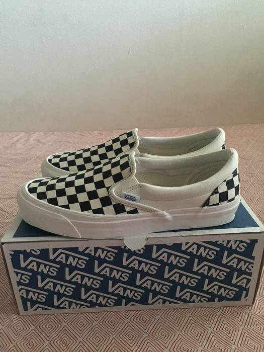 a0f339b860 Vans Vault Checkerboard OG LX Slip on Size 8.5 - Slip Ons for Sale ...