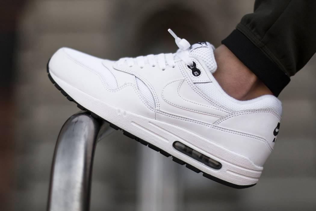 Nike NIKE AIR MAX 1 ESSENTIAL SZ 12 ALL WHITE BLACK AM1 ONE Og All ... f35e09949e