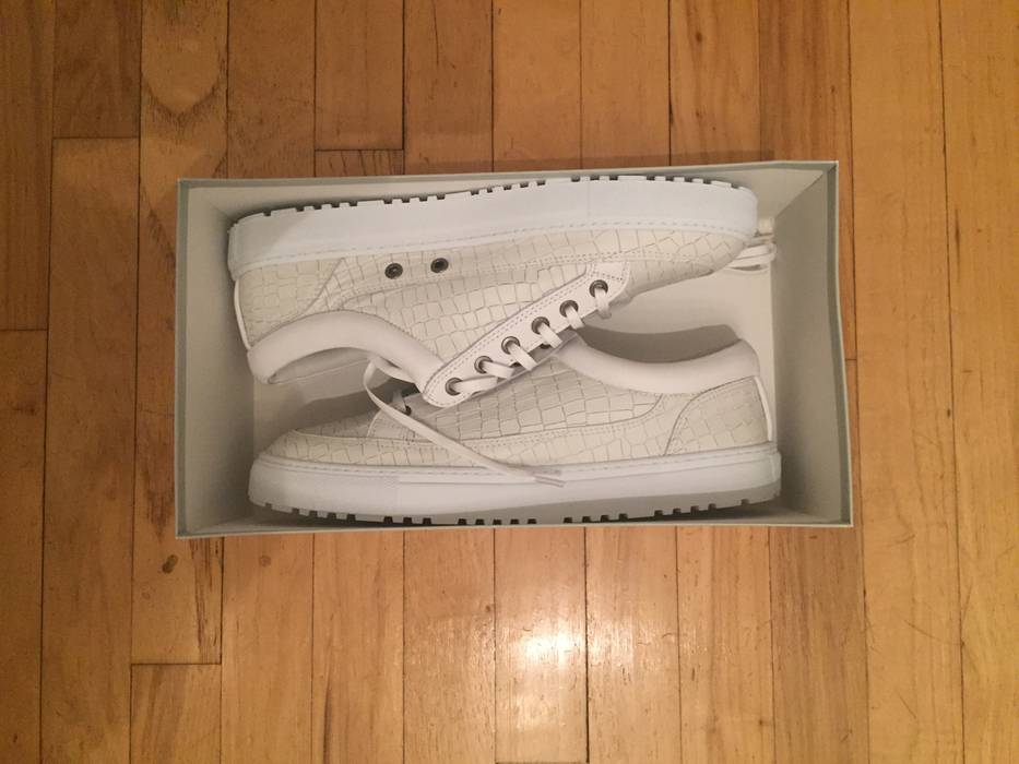 Etq White Croc Embossed Low Size 10 - Hi-Top Sneakers for Sale - Grailed 22007b4e6a30