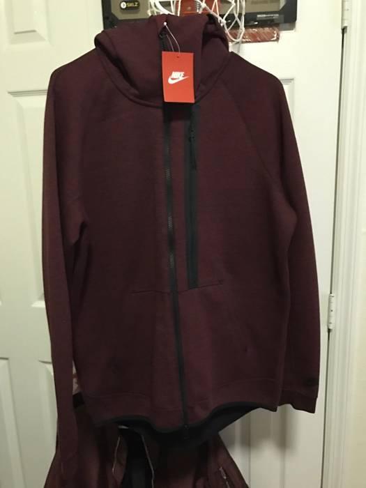 Nike Nike Tech Fleece Jacket Maroon Size m - Sweatshirts   Hoodies ... 8650bf1daa37