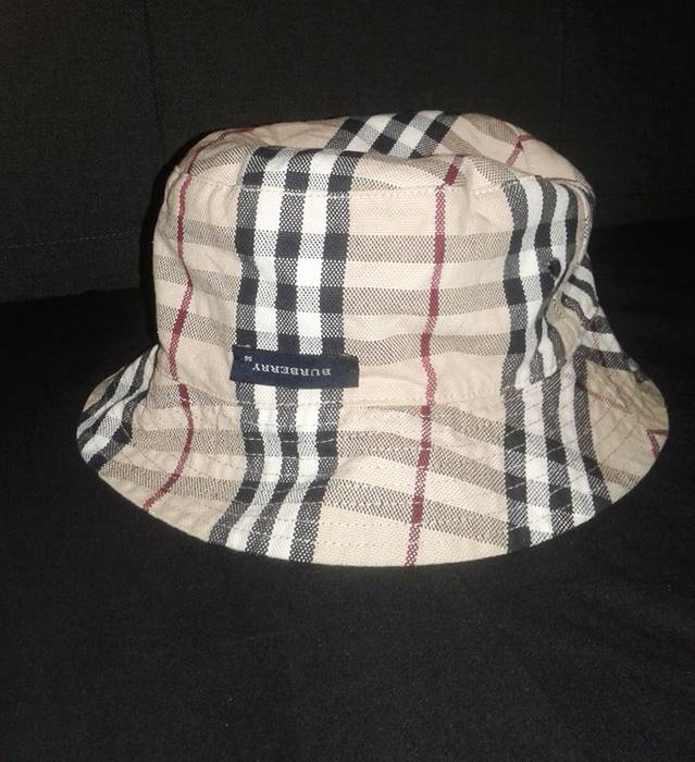 Burberry reversible bucket hat Size one size - Hats for Sale - Grailed f406c940821