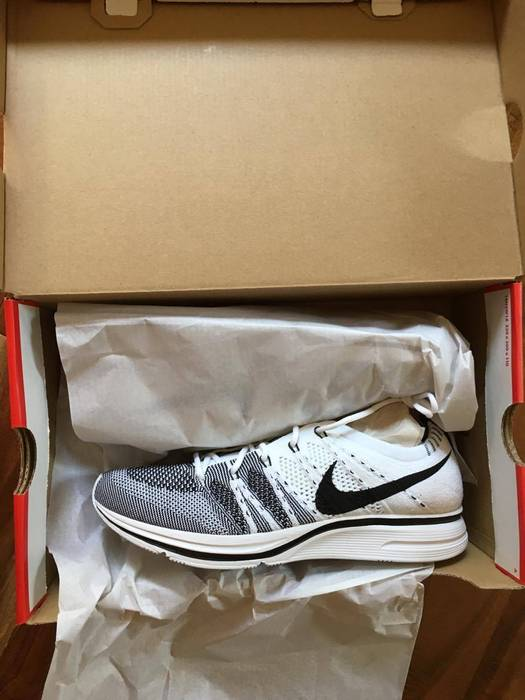 low priced 7cb12 9dd1e Nike Nike Flyknit Trainer WHITE BLACK 2017 Size 8 - Low-Top Sneakers ...