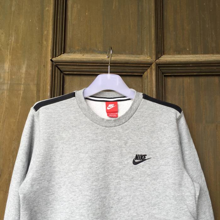 7a7e482e98 Nike NIKE sweatshirt spell out embroidered small logo.. vintage sweatshirt..  Size US