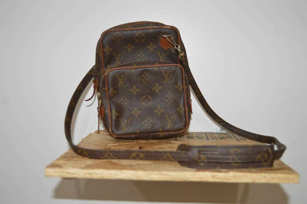456e39571adc Louis Vuitton. Authentic Vintage Louis Vuitton Mini Amazon Shoulder Bag  Crossbody Monogram