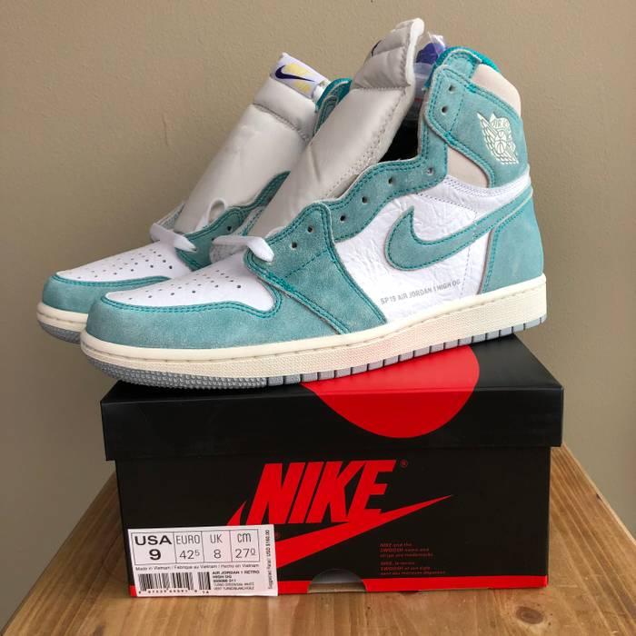 5116dff707e1 Nike NEW Nike Air Jordan Retro 1 High OG Turbo Green Grey Sail 555088-311