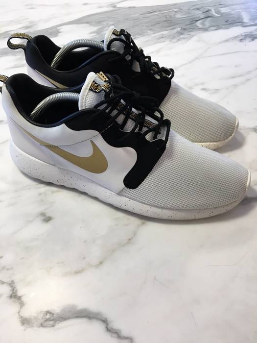 """af4f48a758dc Nike Roshe Run """"Gold Trophy Pack"""" Size 9.5 - Low-Top Sneakers for ..."""