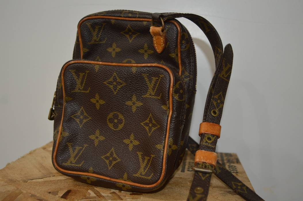 3dd0bea0f596 Louis Vuitton. Authentic Louis Vuitton Mini Amazon Shoulder Bag Crossbody  Monogram