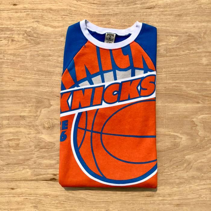 fcaa85ab2 Vintage 2000s New York Knicks Basketball Mitchell   Ness Crewneck Sweatshirt  Size US S   EU