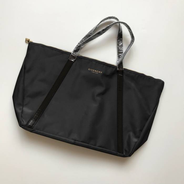 09a7ae792b8 Givenchy Givenchy Parfums Bag Size one size - Bags   Luggage for ...