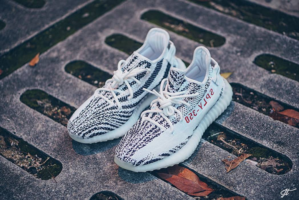 f455fe69022a4e Adidas Yeezy Zebra Boost 350 Adidas Kanye West 12 DEAD STOCK Size US 12   EU