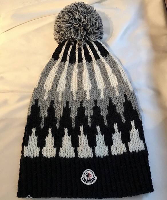 Moncler Moncler winter hat Size one size - Hats for Sale - Grailed 8c9ffdb8c98f