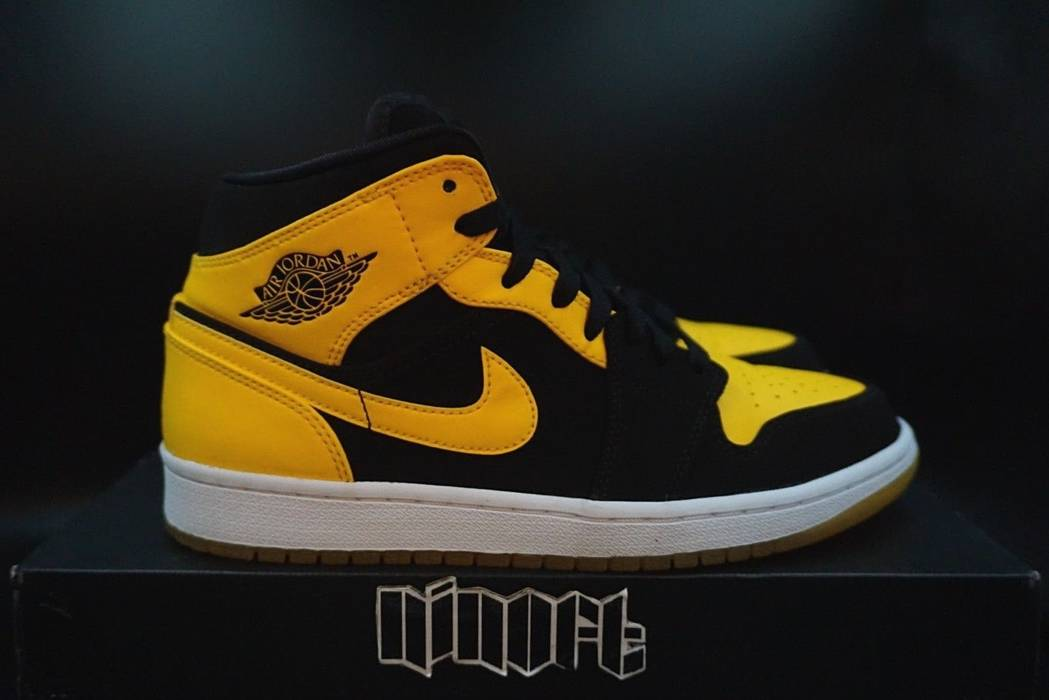 premium selection 85ab9 e24f8 Nike Air Jordan 1 Mid