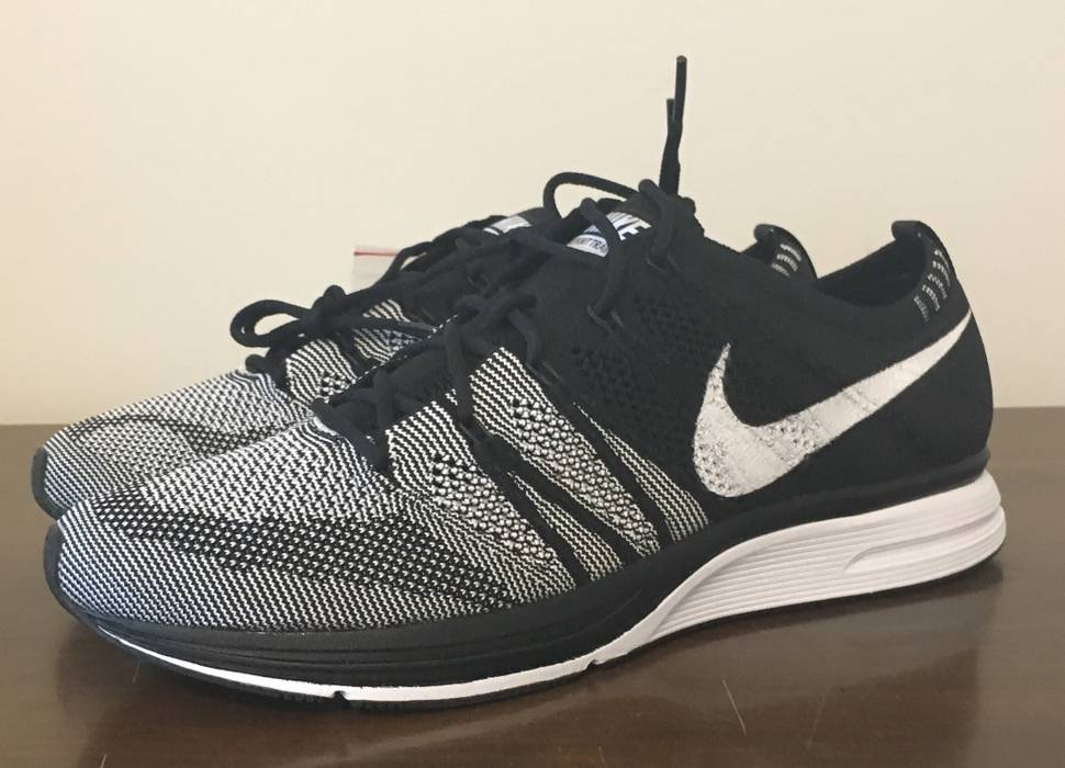 4d1d585f4dfff Nike Flyknit Trainer Black And White Size 9.5 - Low-Top Sneakers for ...