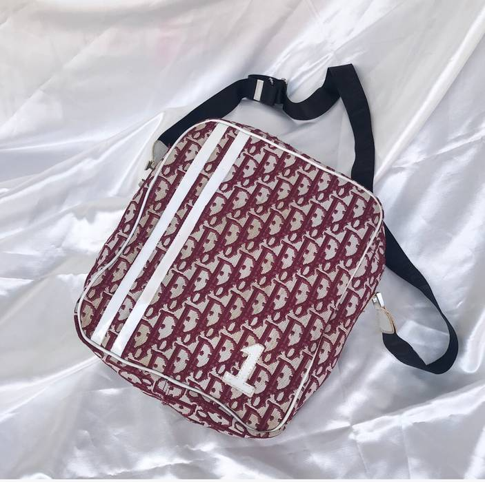 8c85b72623b5 Dior Dior Slingbag Size one size - Bags   Luggage for Sale - Grailed