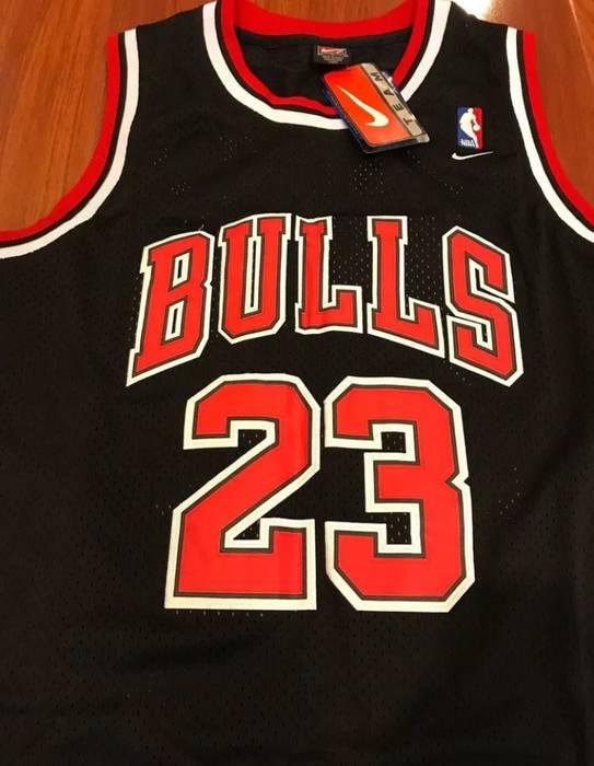 Nike Throwback Chicago Bulls Swingman Michael Jordan Jersey Size m ... ac48a5e4c