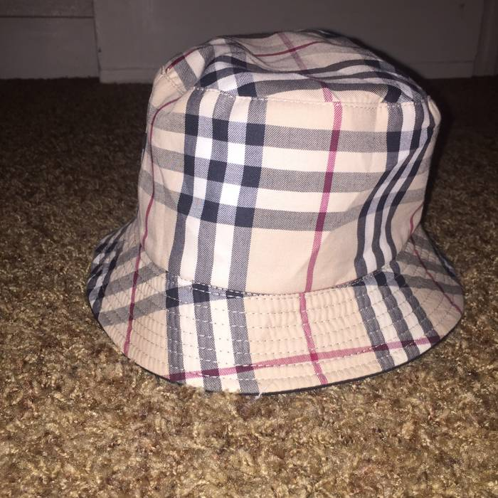 Burberry Burberry Hat Size one size - Hats for Sale - Grailed 9b00fee4b