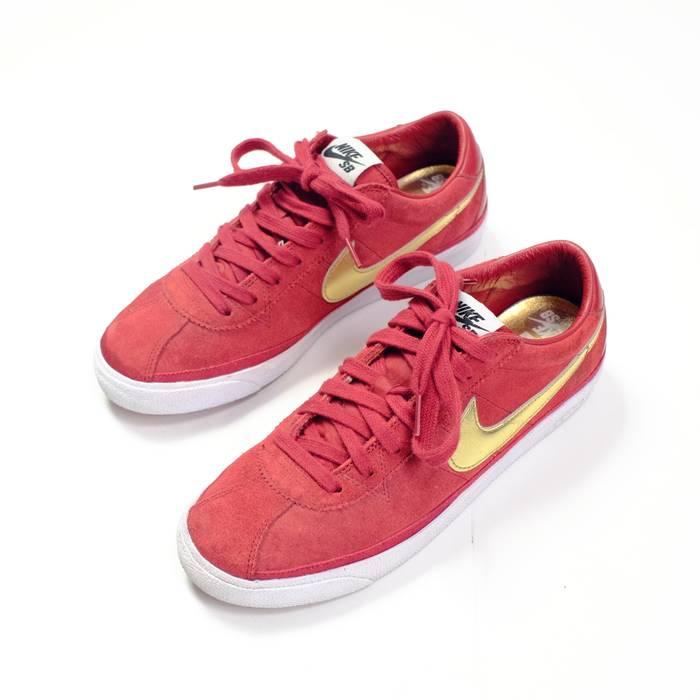 Supreme 2009 Supreme SB Bruin Size 8.5 - Low-Top Sneakers for Sale ... 7e5218a11e