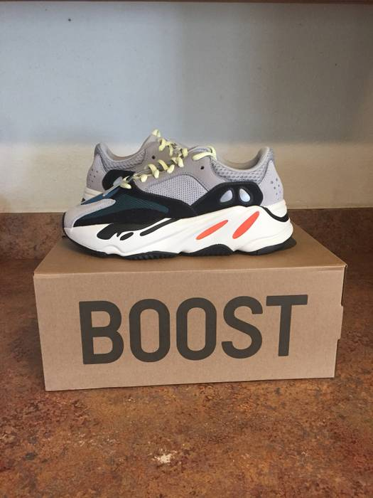 3ec6bc48cccba Yeezy Boost Yeezy Wave Runner SIZE 4 Size 6 - Low-Top Sneakers for ...