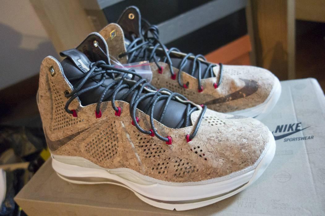 sale retailer bc0bb 7428e Nike LEBRON X 10 EXT CORK Size US 10   EU 43