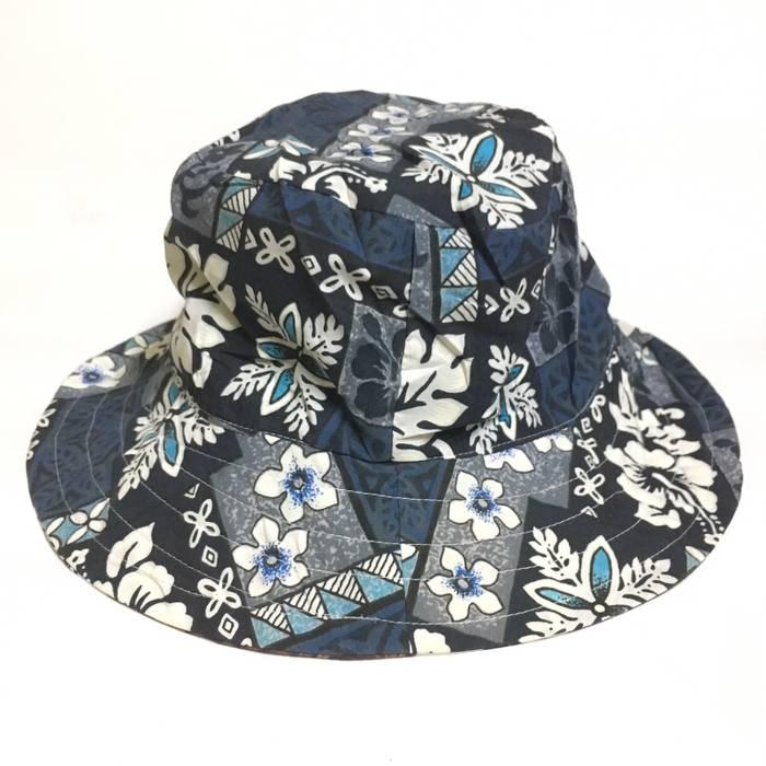 f525f564ccb Made In Hawaii Vtg RAINBOW GIFT Reversible Hawaiian Aloha Bucket Hat Size  ONE SIZE