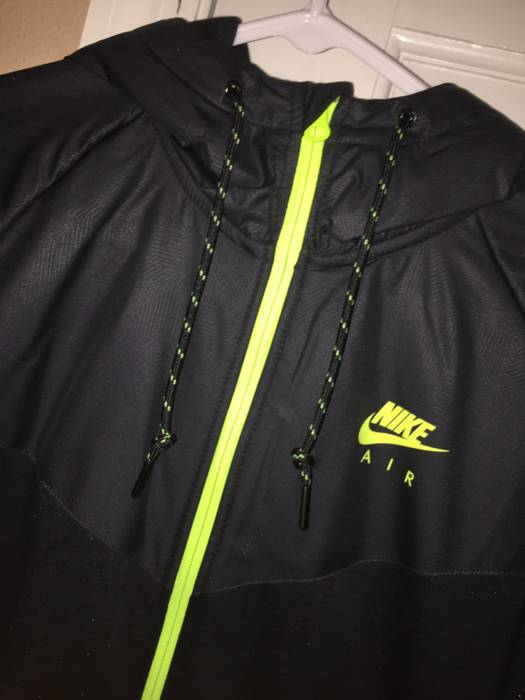 Nike Nike Tech Green Black Jacket Size m - Light Jackets for Sale ... 984516a9d