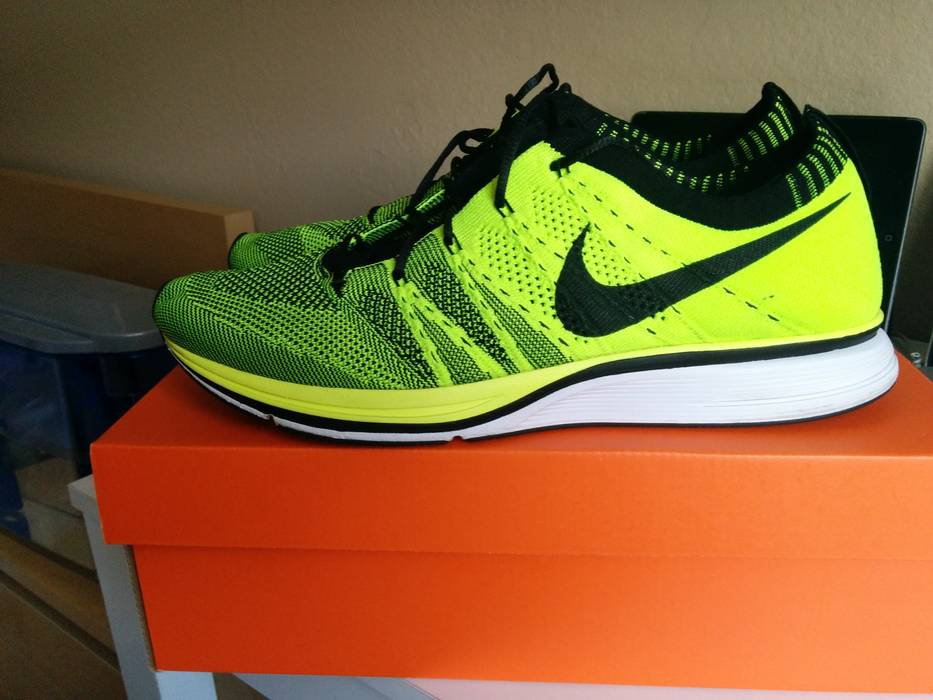 bc4b68db84aee Nike Flyknit Trainer Volt sz 10.5 Size 10.5 - Low-Top Sneakers for ...